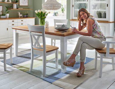 Nordic-Home-Landhaus-massiv-RAL9010-speisen-funktionstisch-stuhl-bequem-g